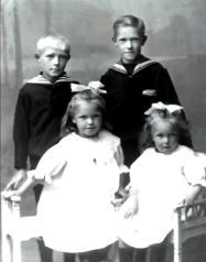 The four youngest children. Ester and Mille